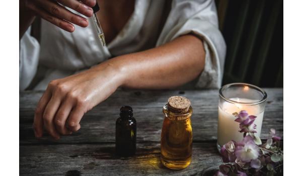 CBD in der Hautpflege – Hoffnungsschimmer gegen Hautalterung, Hautirritationen und Trockenheit?