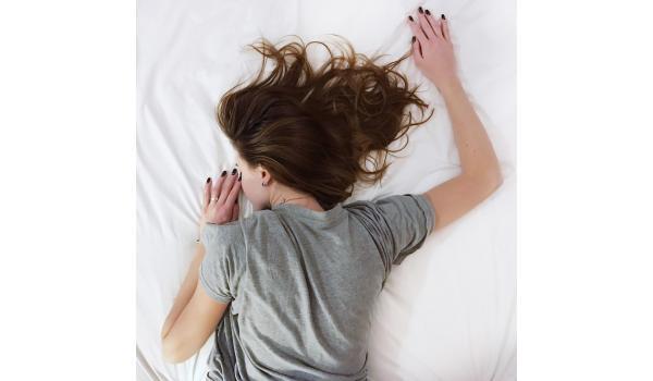 Was ist Schlaf: Leerlauf oder Erholung?